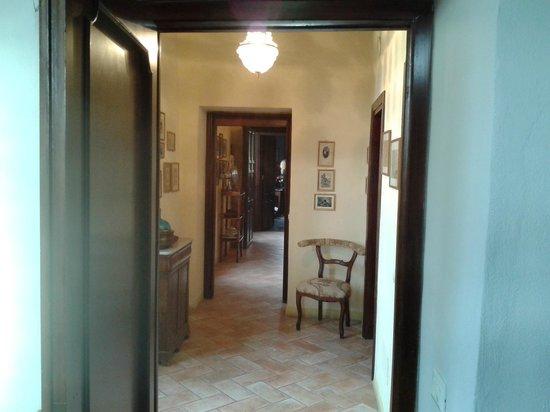 La loggia sul Nera : Corridoio tra le due camere