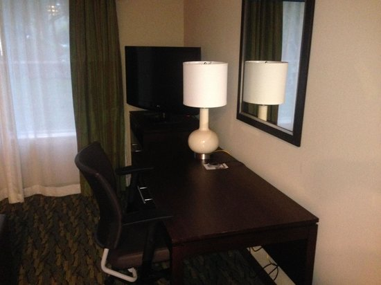 Homewood Suites by Hilton Orlando Airport: Television and Desk