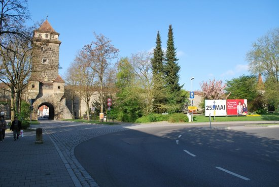 Hotel Rappen Rothenburg ob der Tauber: Location right at gates to city