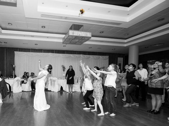 Tower Hotel Waterford : Throwing the Bouquet