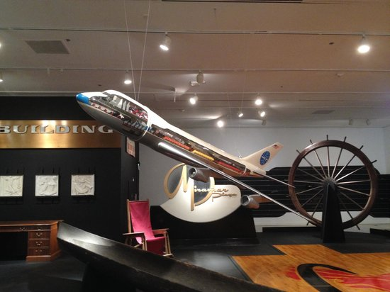 HistoryMiami : Oversized model of old Pan Am plane