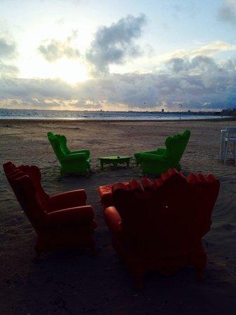 Nina à la plage : Salon de plage
