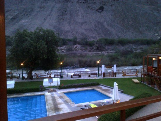 El Molino Hotel & Restaurante : Piscinas frente al rio