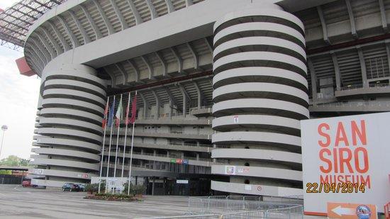 Stadio Giuseppe Meazza (San Siro) : Indgangen