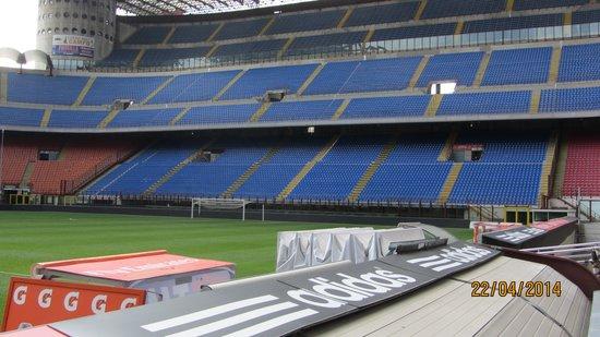 Stadio Giuseppe Meazza (San Siro) : Stadion og banen
