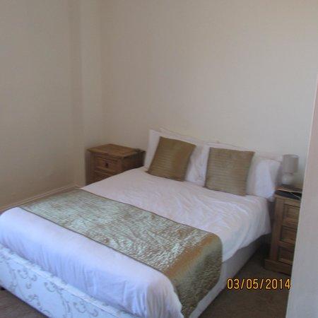 Resolution Hotel : room 209