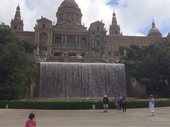 Museu Nacional d'Art de Catalunya - MNAC: Top waterfall