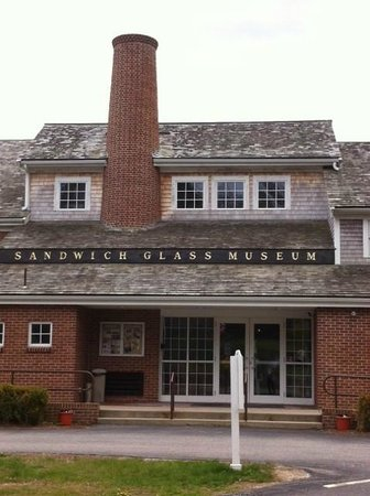 Sandwich Glass Museum: Front of the Museum