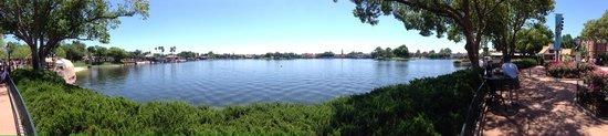 EPCOT : Panorama round the lake