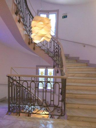 Petit Palace Savoy Alfonso XII Plus : лестница в отеле