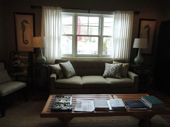 Woods Hole Inn: Common Area