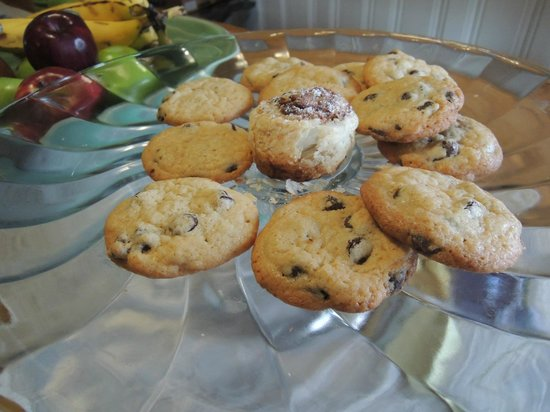 Woods Hole Inn: Cookies upon arrival!