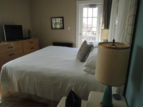 Woods Hole Inn: Room