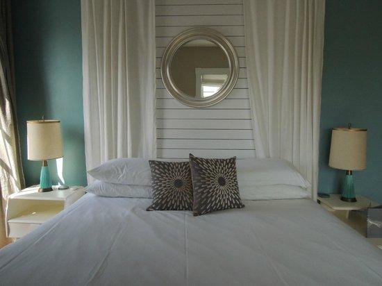 Woods Hole Inn: Bed