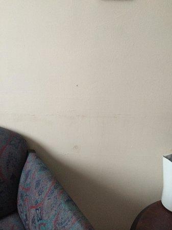 Almondsbury Interchange Hotel: Stains on the walls