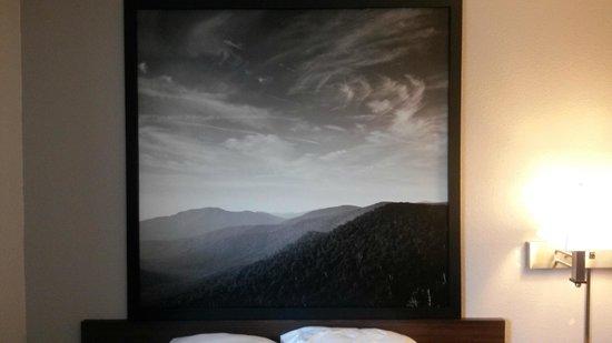 "Super 8 Waynesboro : New Headboards+ Picture Frames ""Sky"""