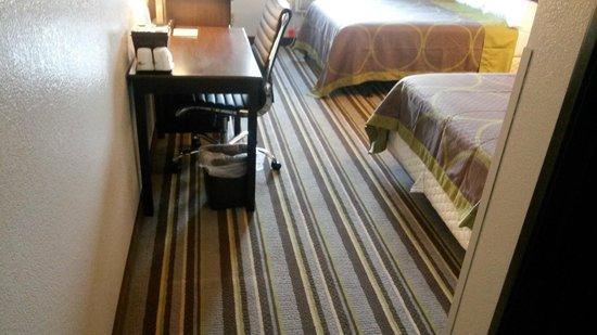 Super 8 Waynesboro : Newly Renovated Rooms