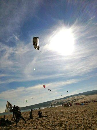 Tantrum Kitesurf: kite flying practise during lunch...
