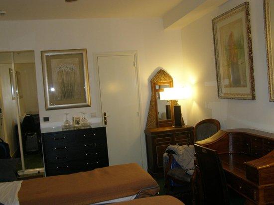 Hotel Nicolo: SECTOR DE LA HABITACION