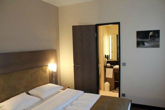 IntercityHotel Leipzig: Room
