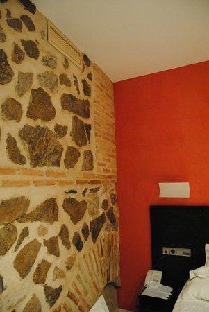 Sercotel Hotel Pintor el Greco : Habitación Premium, ladrido y piedra de la pared