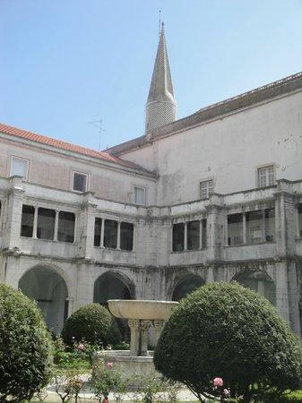 Museo Nacional del Azulejo: Main courtyard