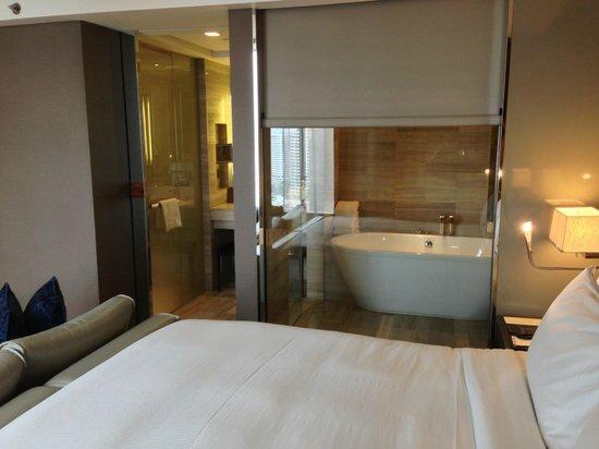 Hilton Sukhumvit Bangkok: Nice bath