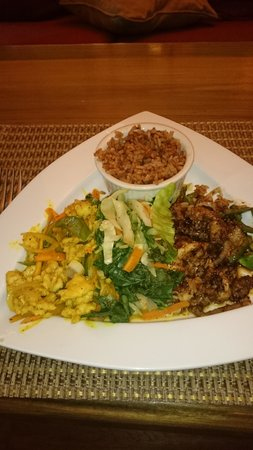 Blue Mahoe Restaurant at The SPA Retreat: curried and jerk conch