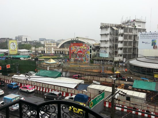 At Hua Lamphong Hostel: Hua Lamphong train station view from room