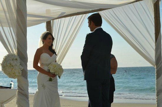 Seven Stars Resort & Spa : Beach wedding