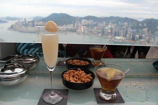 Ozone Bar at The Ritz-Carlton, Hong Kong: Unspectacular cocktails for the price!