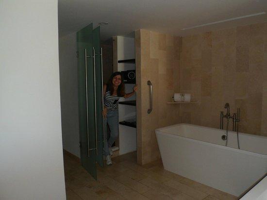 Presidente InterContinental Cancun Resort: área do banheiro com banheira/chuveiro