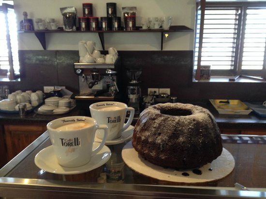 Coffee Barbados Cafe: Excellent coffee and home made cakes
