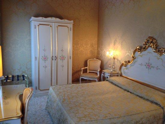Hotel Ca' Dogaressa: ゴージャスなデコレーションのお部屋