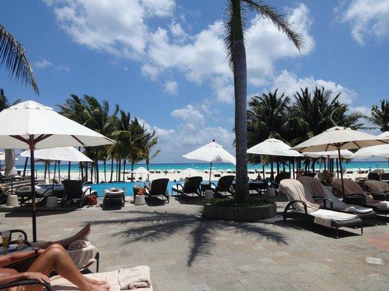 Royal Hideaway Playacar: Pool area - lovely