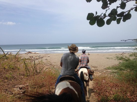 Rancho Chilamate Adventures on Horseback: The beach is a welcome sight!