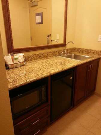 Hampton Inn & Suites Ocala - Belleview: Kitchen area with microwave, small fridge and sink