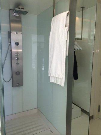 The Mirror Barcelona : Shower