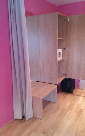 Hotel Schloss Leopoldskron: Closet and safe