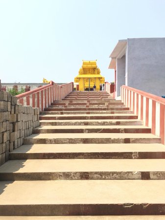 Himada Gopalswamy Temple: Steps to temple, take off shoes at the top