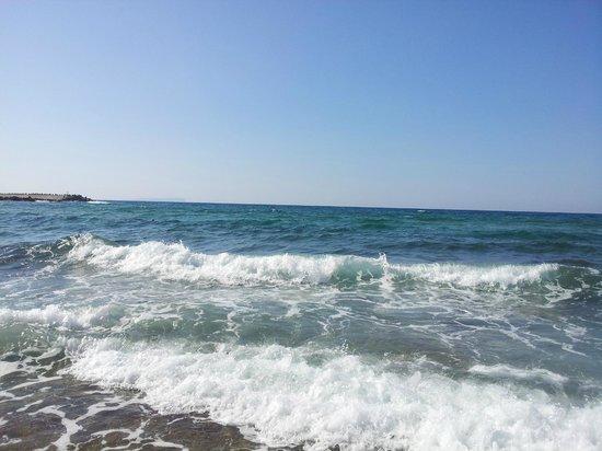 Almyros Beach : Море волнуется