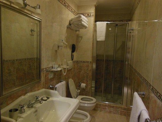 Hotel Artorius : baño