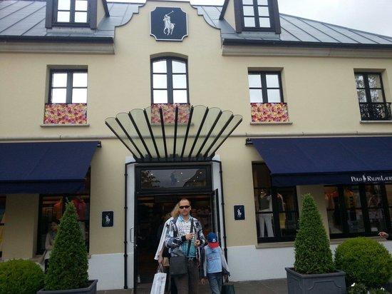 La Vallée Village : Extérieure de la boutique ralph lauren