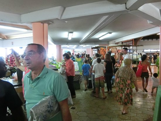 Noumea Morning Market: 観光客も多い