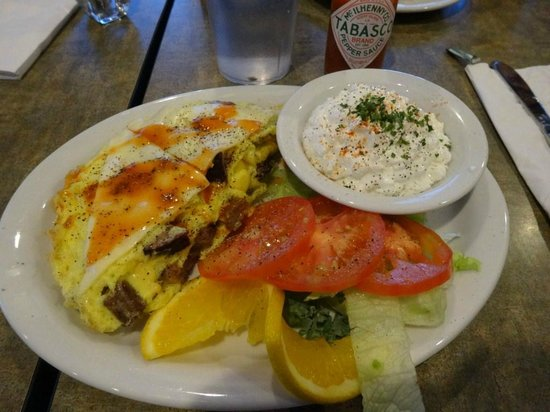 Juicy's Famous River Cafe: This omelette was the daily special. Excellent!