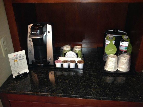 Hilton Garden Inn Chicago / Oakbrook Terrace: Kuerig Coffee Maker