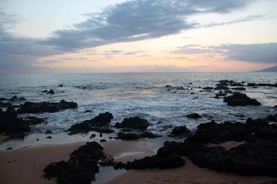Keawakapu Beach : North end of beach at sunset.