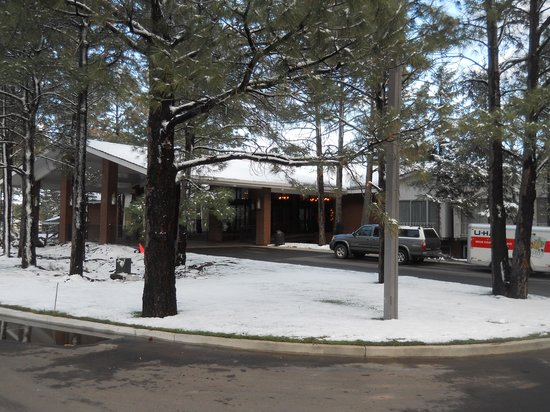 Little America Hotel Flagstaff : Yes, it snowed - on April 26th!!