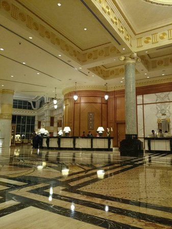 The Empire Hotel & Country Club: classy lobby