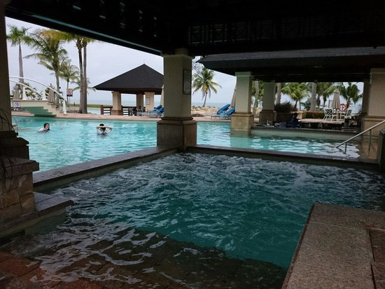 The Empire Hotel & Country Club: Huge outdoor jacuzzi